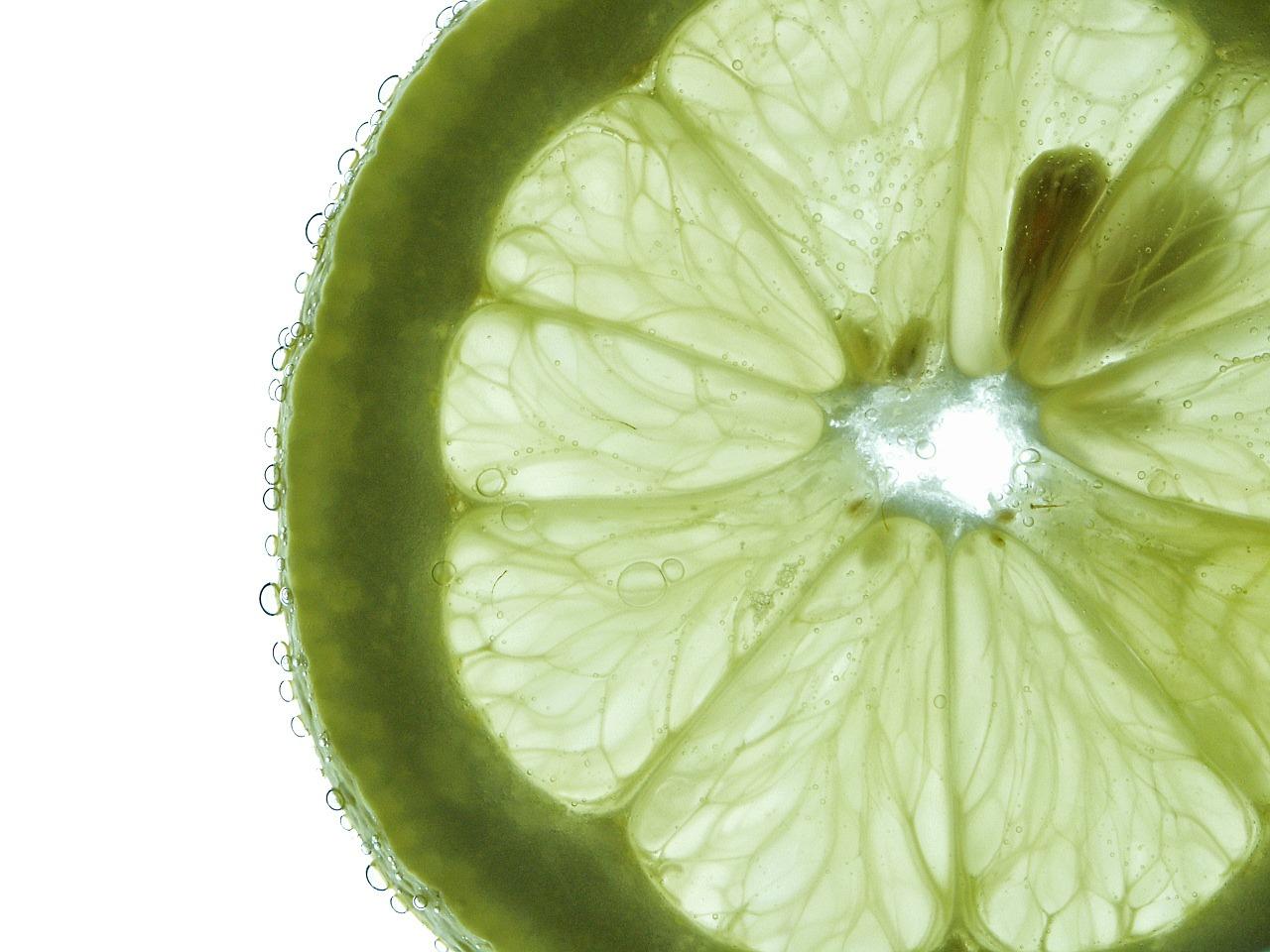 olio essenziale di limone proprietà cosmetiche