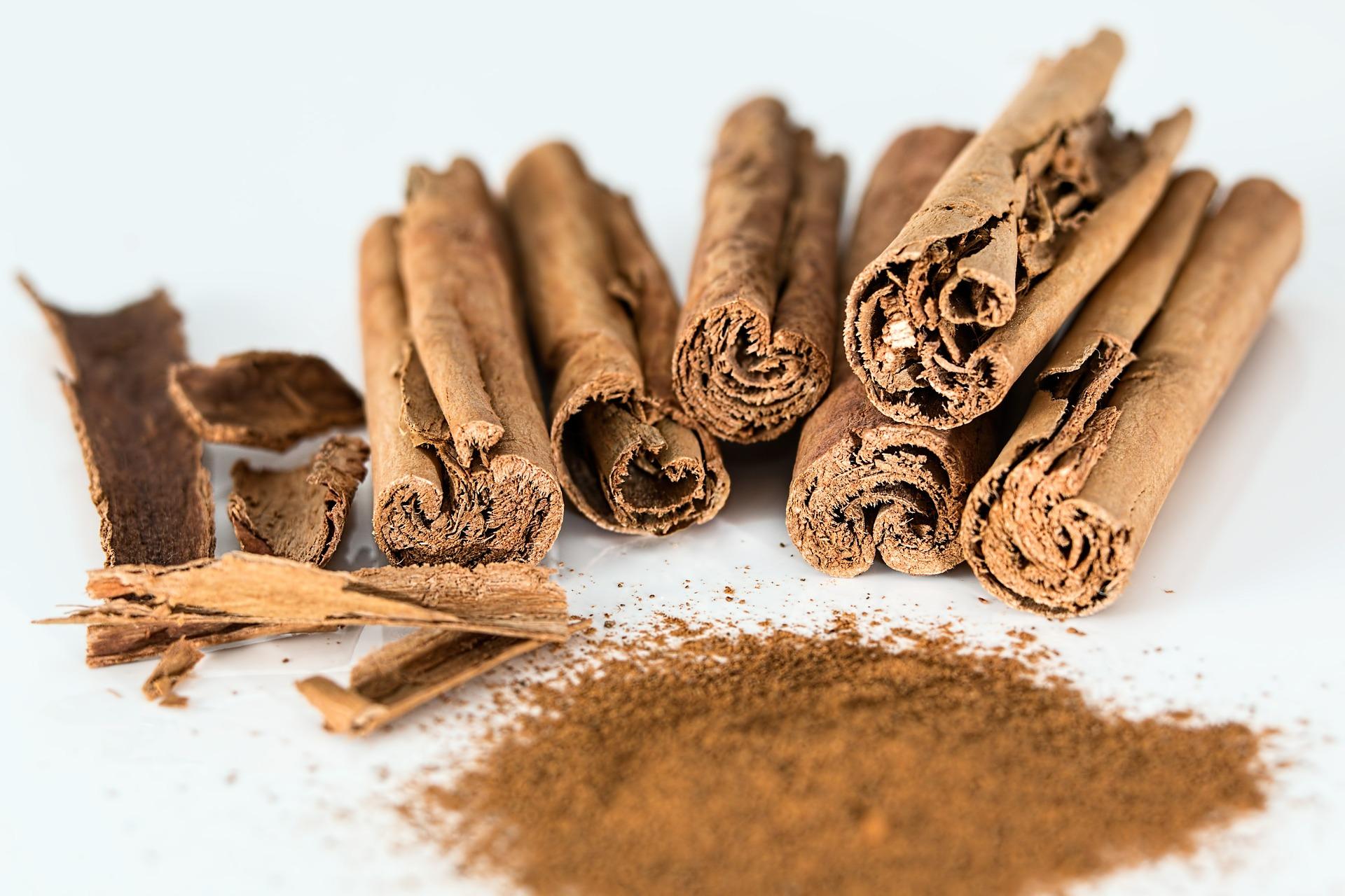 Olio essenziale di cannella: uso, proprietà cosmetiche e proprietà sulla pelle