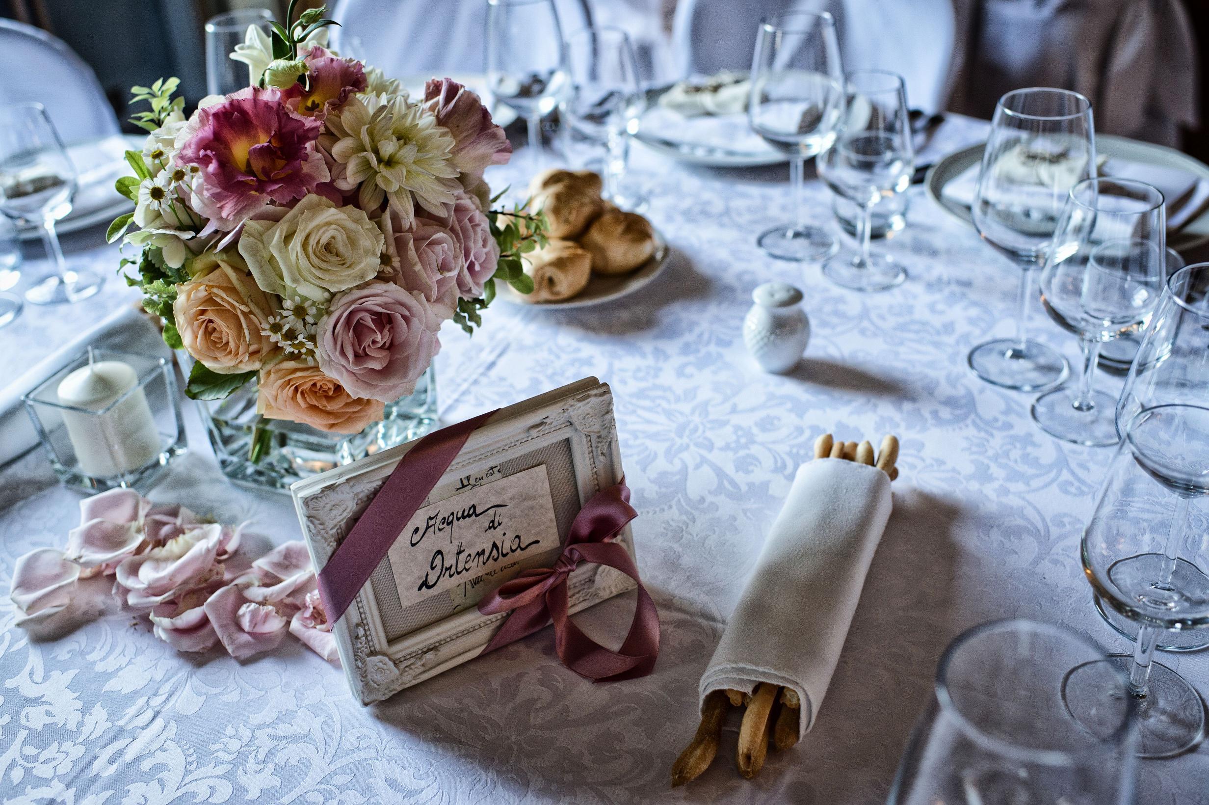 Tema Per Un Matrimonio Elegante : Tableau de mariage essenze profumi