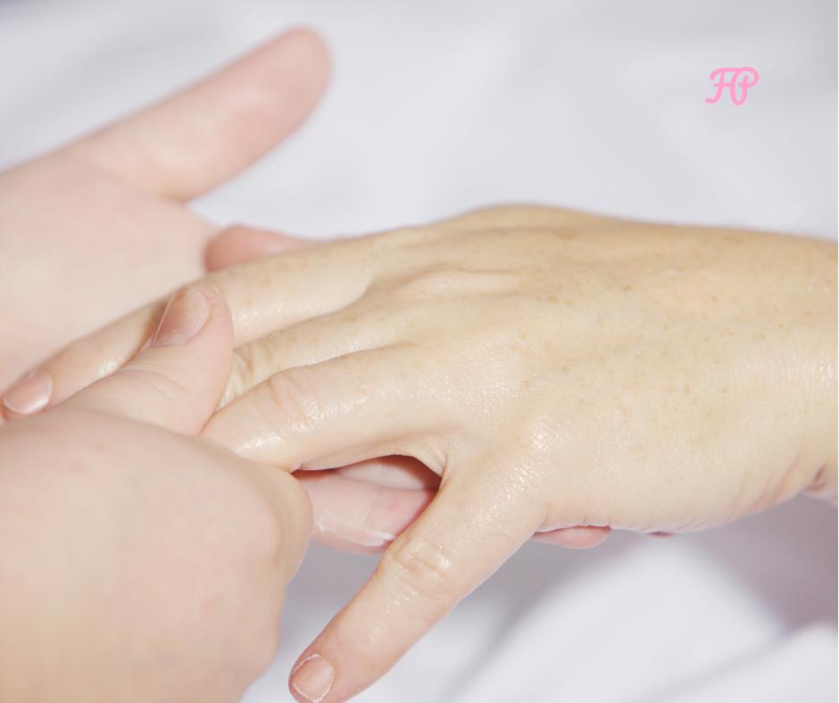 Corso di aromaterapia Milano 18 novembre: oli essenziali applicati al massaggio alla mano
